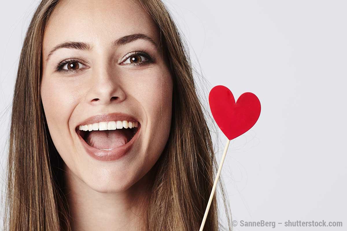 Gefahr am Valentinstag? Küssen ja, aber nur mit gesundem Zahnfleisch!