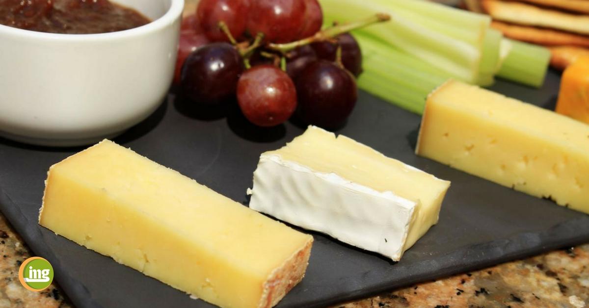 käse und weintrauben als zahnschutz