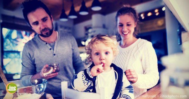 information-mundgesundheit zum Thema Karies bei Kindern. Das sollten Eltern wissen, um Karieslöcher und Zahnschmerzen zu vermeiden.