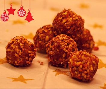 Süße, leckere Weihnachtskugeln ohne Zucker mit Mandeln, Cashewnüssen, Kokosöl.