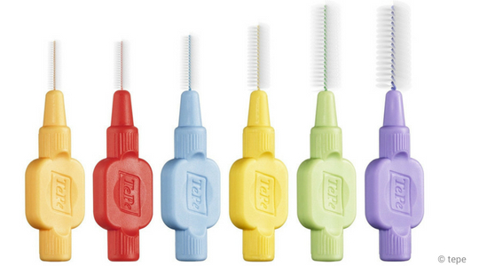 Verschiedene Interdentalbürsten der Firma tepe zur Reinigung der Zahnzwischenräume