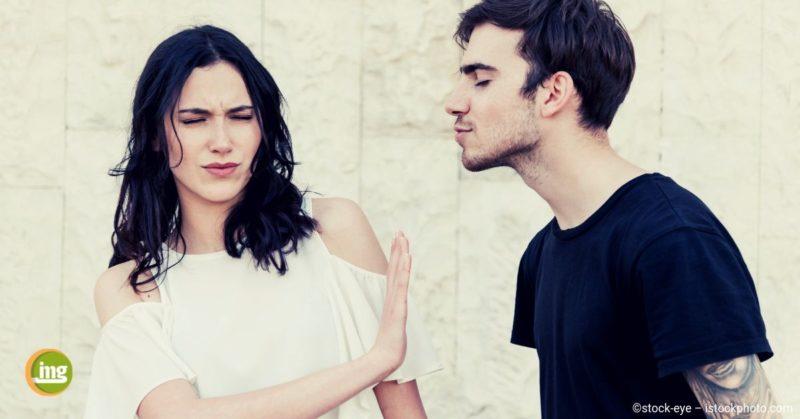 Information Mundgesundheit berichtet über Hilfe bei Mundgeruch beim Küssen.