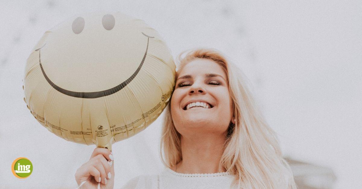Information Mundgesundheit erklärt zum Tag der Komplimente: So tragen gesunde Zähne zur inneren Schönheit bei