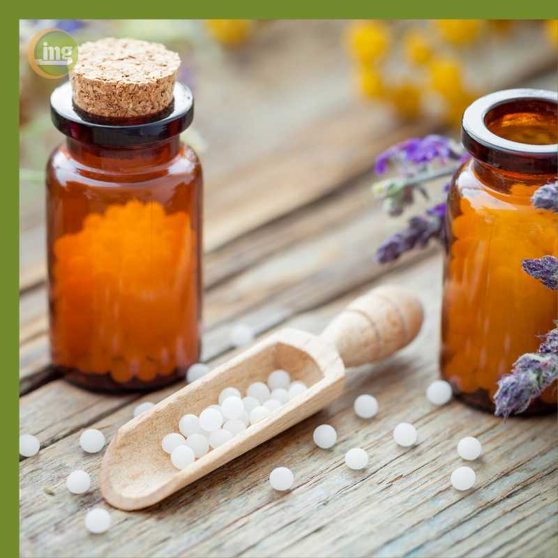 Globuli helfen gegen Zahnschmerzen, ein Hausmittel der Homöopathie.