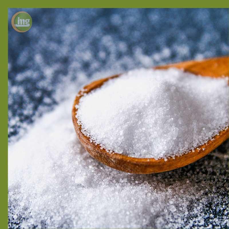 Zahnschmerzen können durch eine Salzlösung reduziert werden, ein Hausmittel aus der Küche.